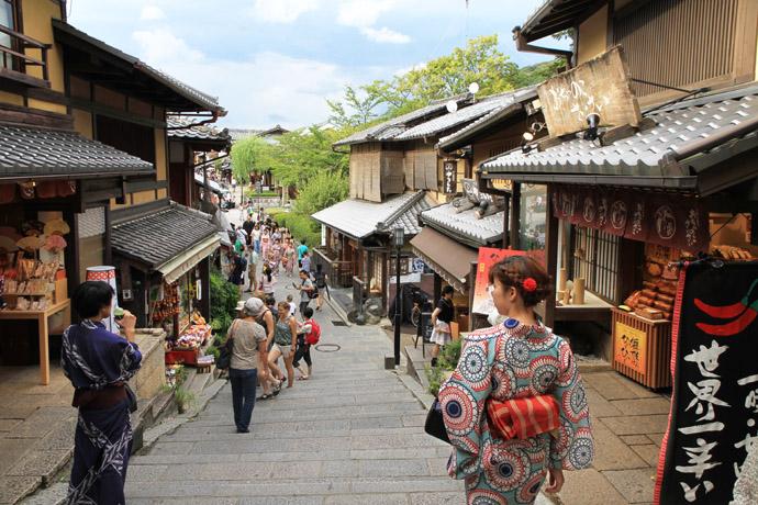 二年坂から産寧坂へ: 京都を歩く...