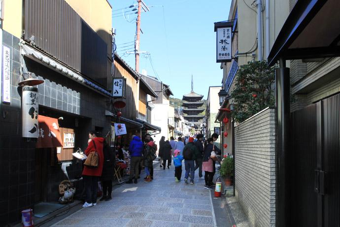 八坂通を上る: 京都を歩くアルバ...